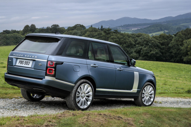Range Rover Vogue Facelift Breaks Cover Before Official Reveal