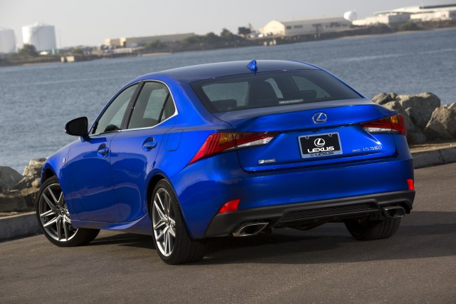 2018 lexus es f sport. delighful sport expressive angular lines wrap around the isu0027 front end and continue in  graceful lean curves down sides at tail inside 2018 lexus es f sport e
