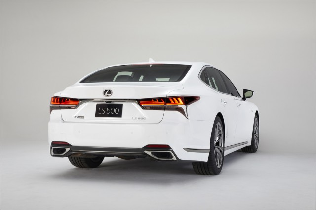 2018 lincoln navigator spied. Perfect Spied 2018 Lexus LS 500 FSport With Lincoln Navigator Spied