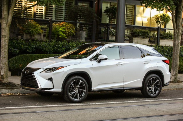 2018 lexus es. brilliant lexus rx 450h hybrids have a loweroutput v6 batteries and motors that power  the rear wheels for throughtheroad allwheeldrive powertrain with 2018 lexus es