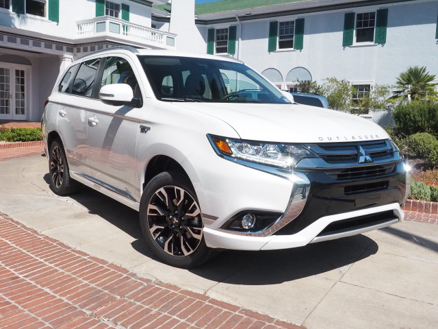 2018 mitsubishi outlander phev first drive of plug in hybrid suv. Black Bedroom Furniture Sets. Home Design Ideas