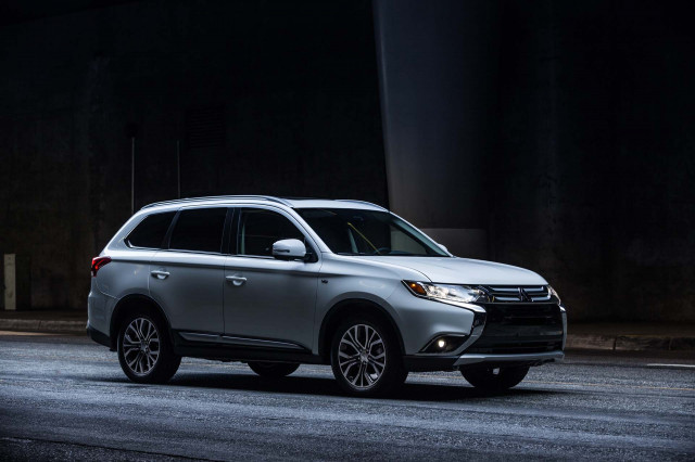 2018 mitsubishi outlander review ratings specs prices. Black Bedroom Furniture Sets. Home Design Ideas