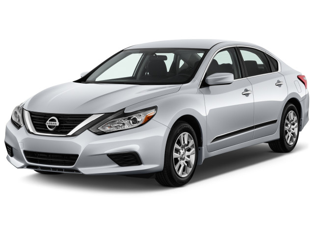 2018 Nissan Altima 2.5 S Sedan Angular Front Exterior View