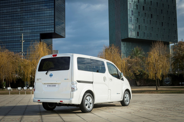 2018 Nissan e-NV200 electric delivery van (European version)