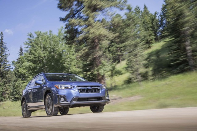 Subaru Crosstrek Vs Jeep Compass Compare Cars - Subaru invoice price 2018 crosstrek