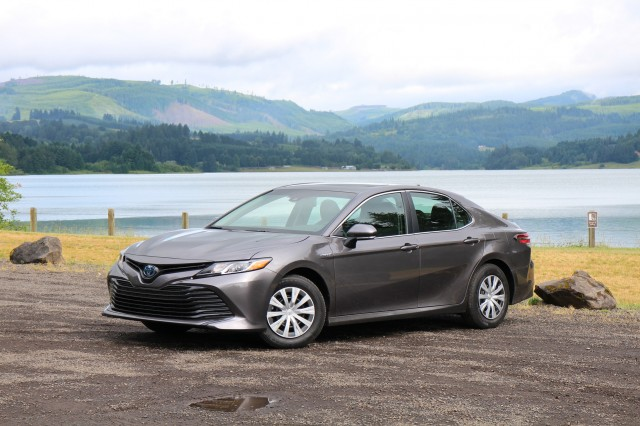2018 Toyota Camry Hybrid Le Willamette Valley Oregon June 2017