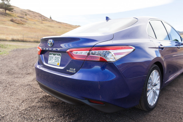 Camry Hybrid Review >> 2018 Toyota Camry Hybrid Gas Mileage Review Going The Distance
