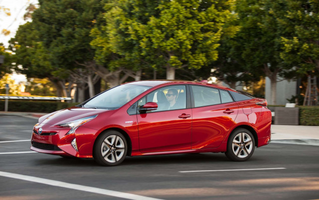 192,000 Toyota Prius hybrids recalled over fire risk