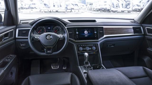 2018 VW Atlas R-Line: Styling, Interior, Arrival >> 2018 Volkswagen Atlas Gets Sporty R Line Treatment