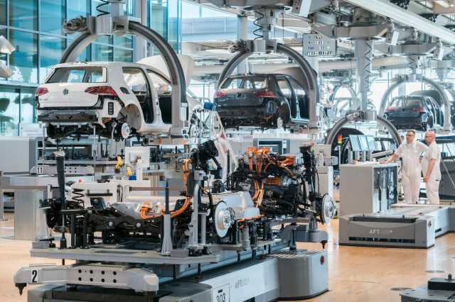2018 Volkswagen e-Golf electric cars on assembly line in