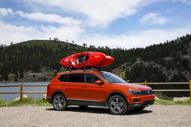 2018 Toyota Tundra Sport >> 2018 Volkswagen Atlas vs. 2018 Volkswagen Tiguan: Compare Cars