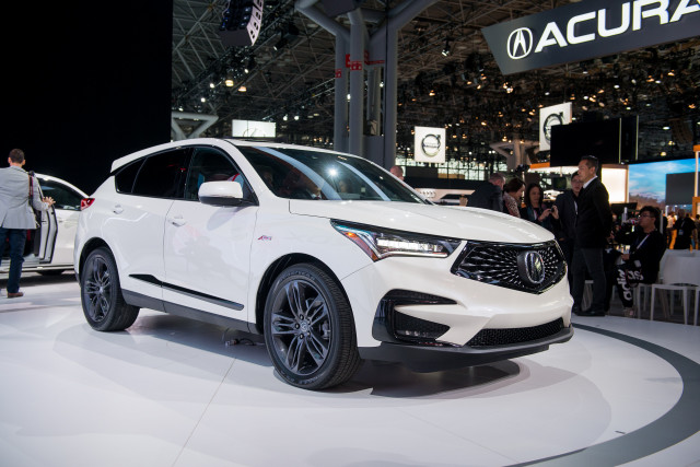 2019 Acura Rdx Vs 2019 Mercedes Benz Glc Class The Car Connection