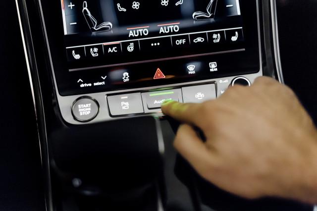 2019 Audi A8 AI button