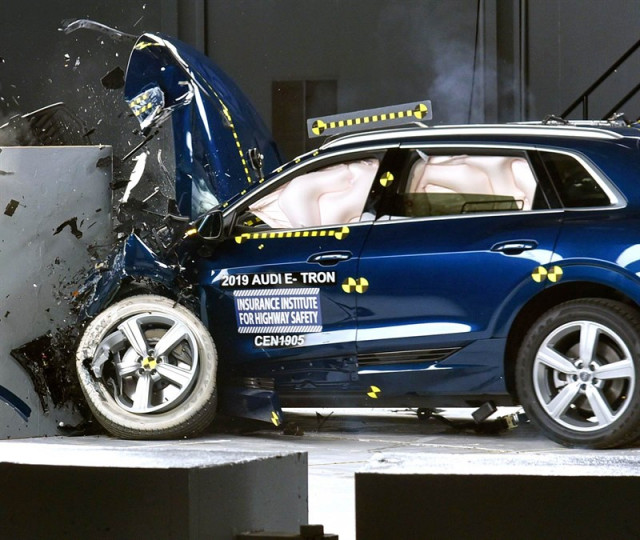 2019 Audi E-tron IIHS crash test