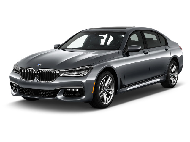 2019 BMW 7-Series 750i Sedan Angular Front Exterior View
