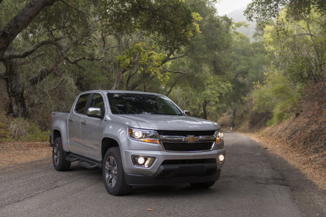 NHTSA investigates Chevy, GMC pickups over power steering loss