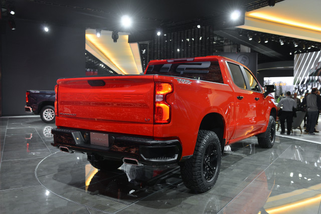 2019 Chevrolet Silverado Roof and Tailgate Spoiler