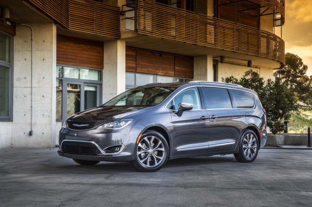 Chrysler Pacifica recalled, 2020 Land Rover Discovery Sport unveiled, Tesla value comparison: What's New @ The Car Connection