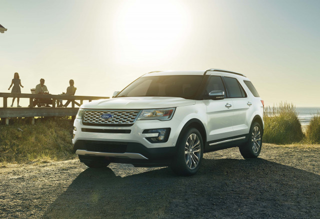 Ford recalls more than 650,000 Explorers for faulty roof rail covers