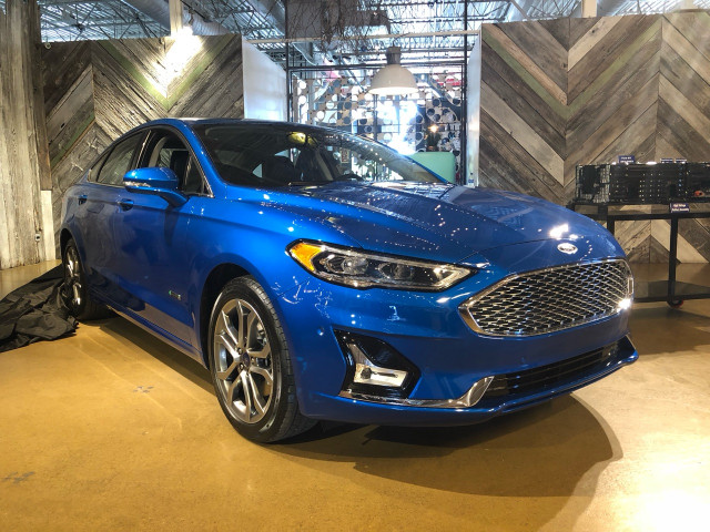2019 Ford Fusion Energi Plug In Hybrid Gets 25 Miles From Revised