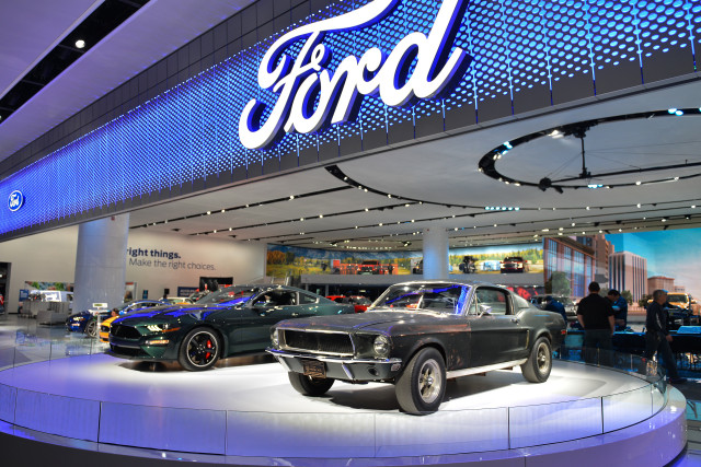 This Weeks Top Photos The Detroit Auto Show Edition - Ford show car