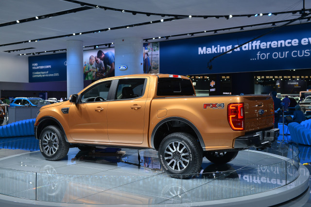 2019 Ford Ranger vs Chevrolet Colorado, GMC Canyon, Honda ...