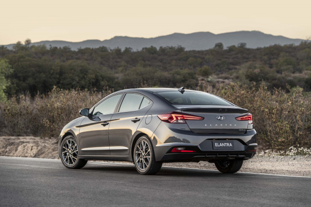 2020 Hyundai Elantra mpg, 2019 VW Jetta GLI driven, Obama and the Chevy Volt: What's New @ The Car Connection