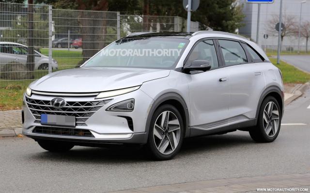2019 Hyundai fuel cell SUV spy shots - Image via S. Baldauf/SB-Medien