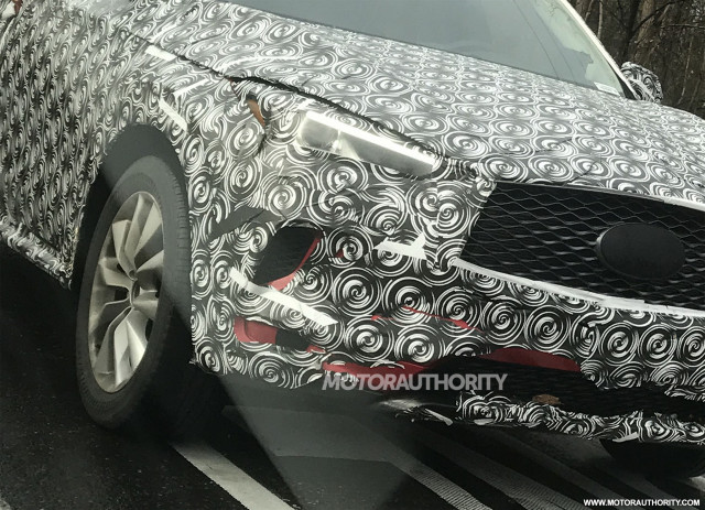 2019 Infiniti QX50 spy shots - Image via Collin Brown