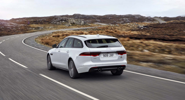 Jaguar Land Rover to charge $300 for Apple CarPlay, Android Auto compatibility