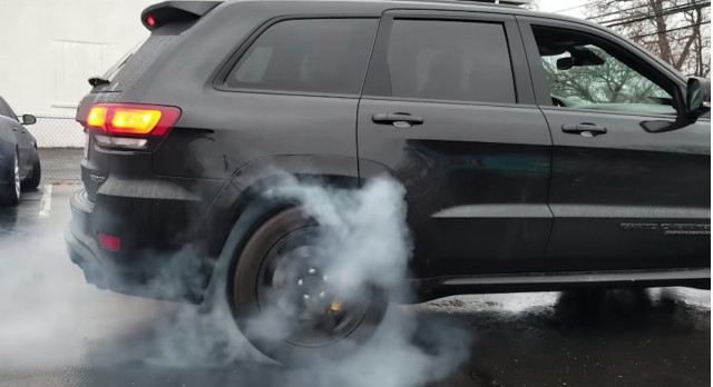 Jeep Grand Cherokee Trackhawk RWD burnout