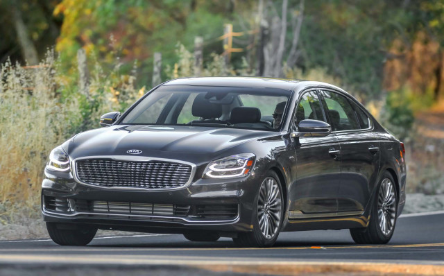 2019 Kia K900 review, 2019 Jaguar F-Pace SVR driven, Tesla self-driving robo-taxis: What's New @ The Car Connection