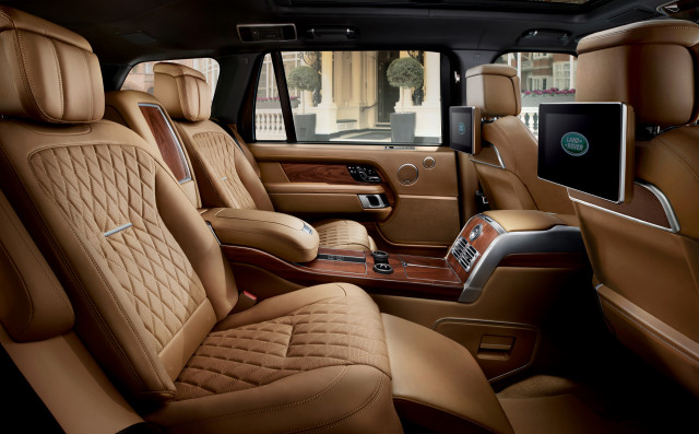 2018 range rover svautobiography dials up the luxury in land rover s flagship suv. Black Bedroom Furniture Sets. Home Design Ideas