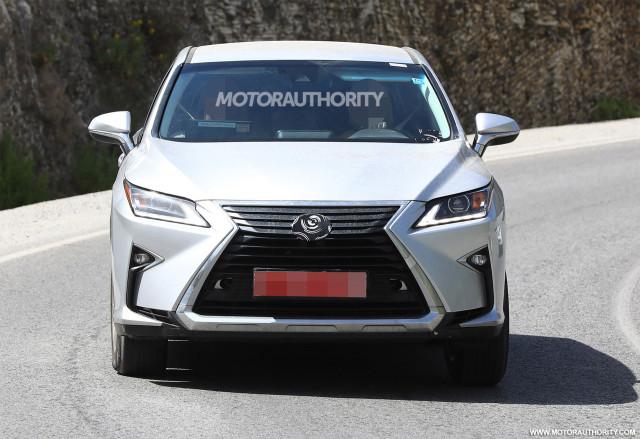 2019 Lexus RX facelift spy shots - Image via S. Baldauf/SB-Medien