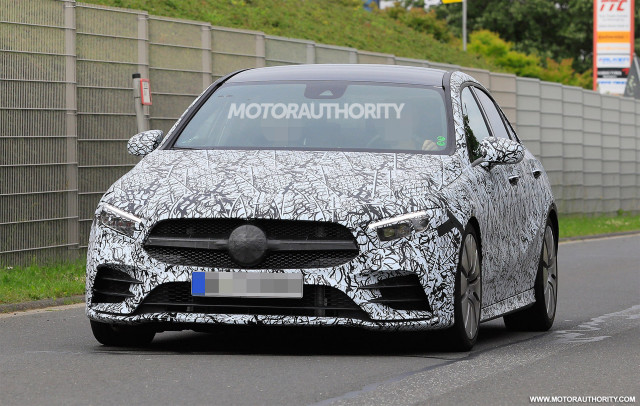"2019 Mercedes-AMG A35 spy shots - picture on S. Baldauf / SB-Medien ""width ="" 640 ""height ="" 406 ""data width ="" 1024 ""data height ="" 649 ""data -URL = ""https: / /images.hgmsites.net/lrg/2019-mercedes-amg-a35-spy-shots--image-via-s-baldauf-sb-medien_100663208_l.jpg"