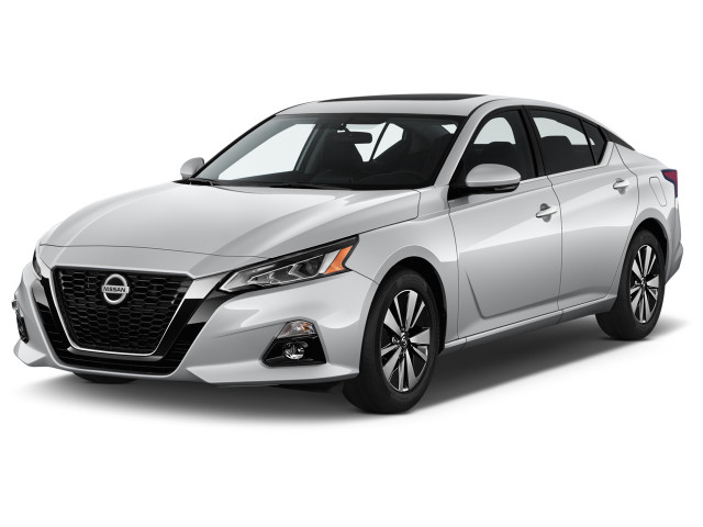 2019 Nissan Altima 2.5 SV Sedan Angular Front Exterior View