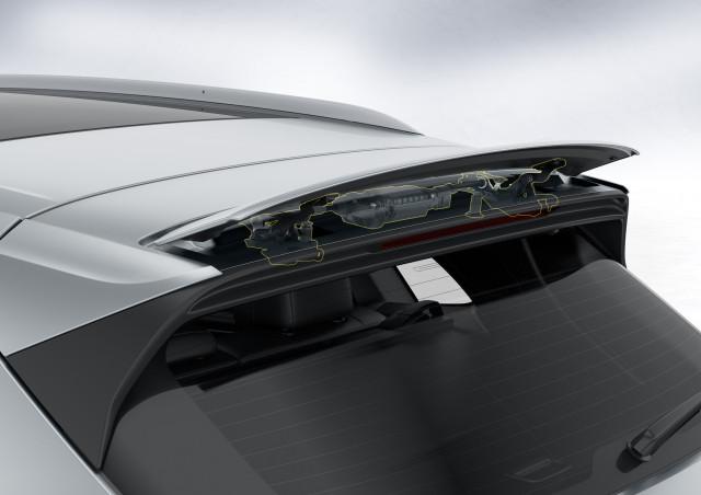 2019 Porsche Cayenne active rear spoiler