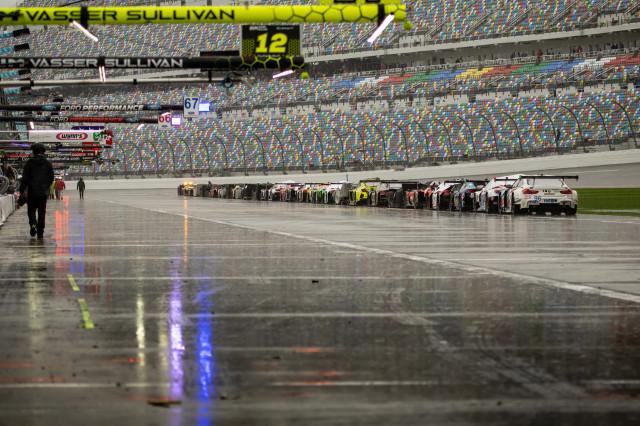 Rolex 24 at Daytona resumes after rain delay