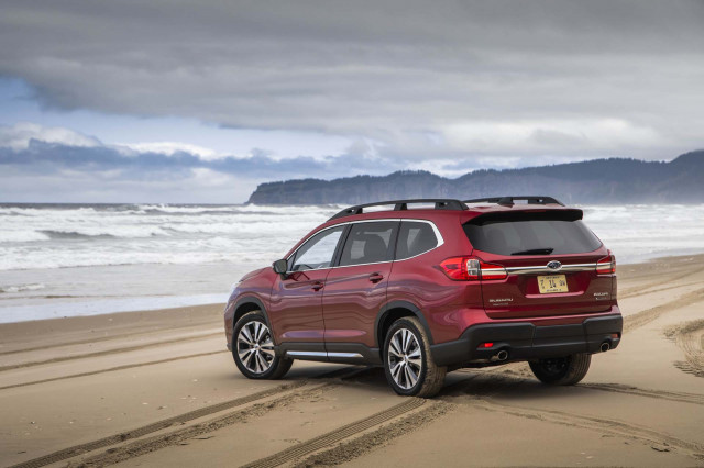 2019 Subaru Ascent vs. 2019 Hyundai Santa Fe: Compare Cars
