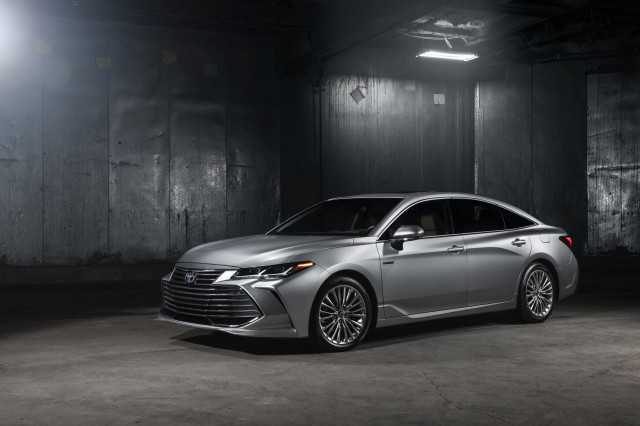 2019 Toyota Avalon Hybrid Debuts With More Evocative Style Promise Of Improved Efficiency