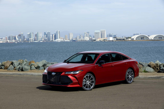 2019 Toyota Avalon First Drive Full Size Sedan With A Sy Chis