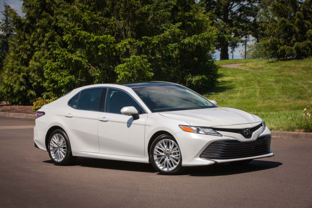 Toyota Camry Vs Honda Accord >> 2019 Honda Accord Vs 2019 Toyota Camry Compare Cars