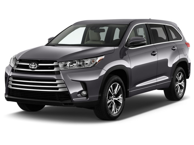 2019 Toyota Highlander LE Plus V6 FWD (GS) Angular Front Exterior View
