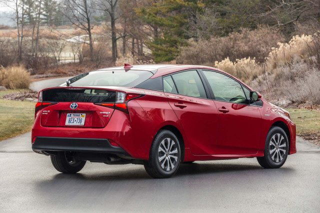 Toyota to give royalty-free access to hybrid-vehicle patents