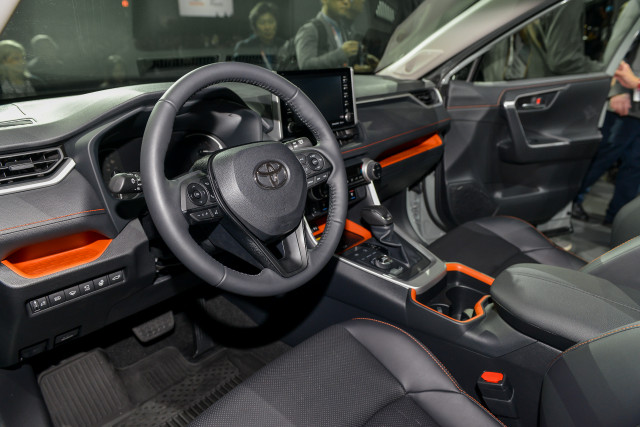Toyota Rav4 Interior >> 2019 Toyota RAV4 video first look