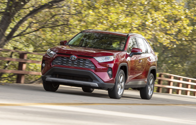 2019 Toyota RAV4 vs. 2019 Honda CR-V: Compare Cars