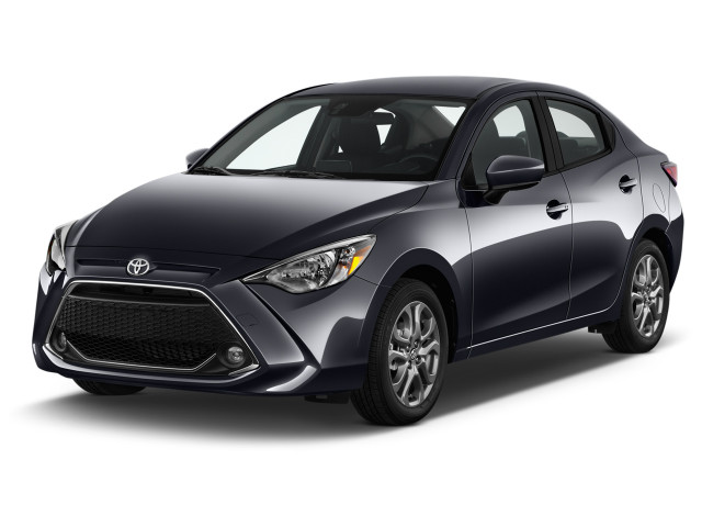 2019 Toyota Yaris Sedan 4-Door LE Manual (Natl) Angular Front Exterior View