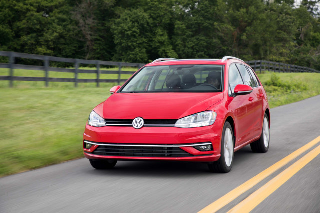 2019 VW Golf downsizes engine in fuel-economy bid