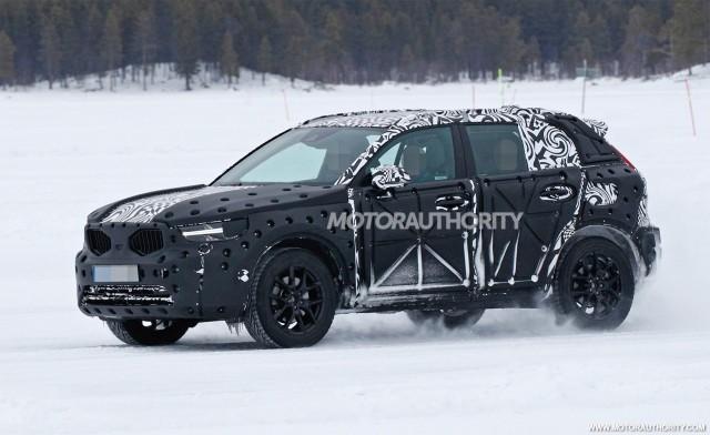 2019 Volvo XC40 spy shots