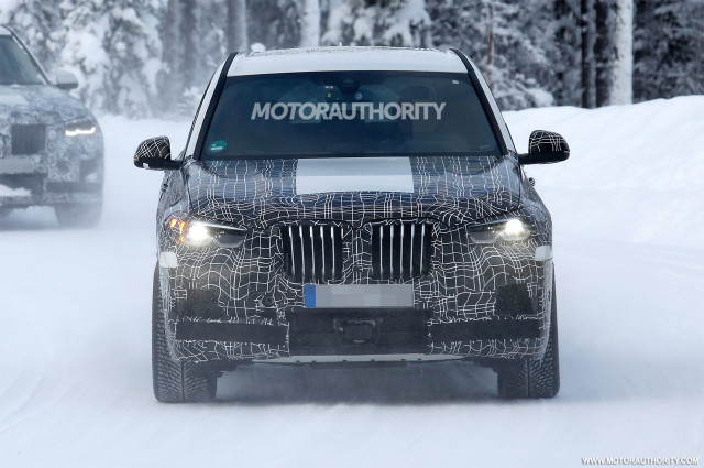 2020 BMW X5 M spy shots - Image via S. Baldauf/SB-Medien